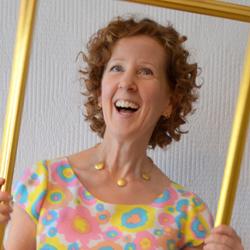 Sue A Colourful Canvas Over 40 Blogger