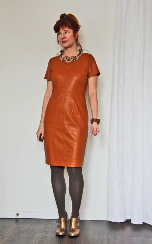 How to wear a sheath dress over 40
