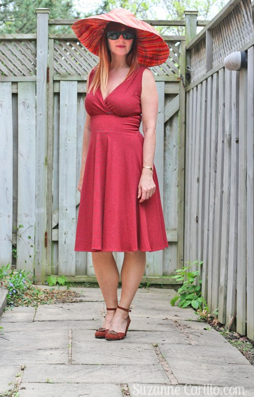 the perfect dress for an hourglass body over 40 style