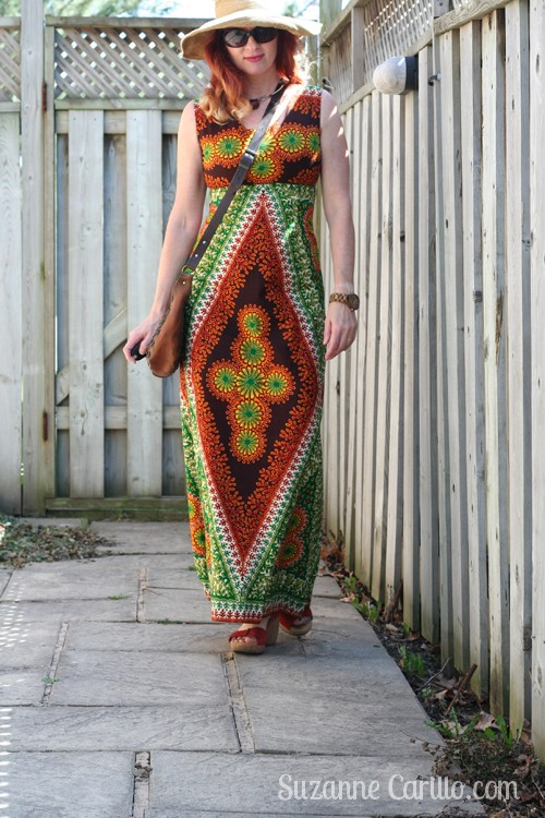 how to wear bold print maxi dresses over 40