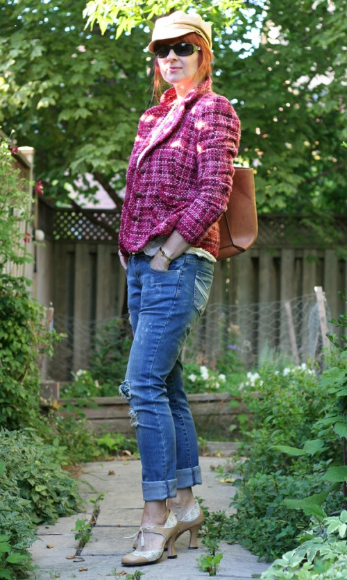 how to wear distressed jeans over 40