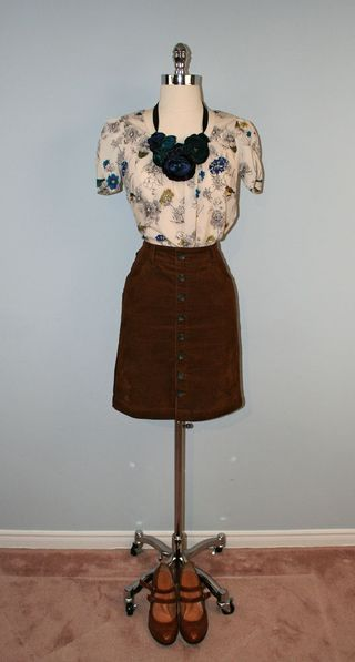 Brown_skirt_floral_necklace