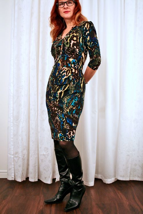 Blue brown fitted dress suzanne carillo
